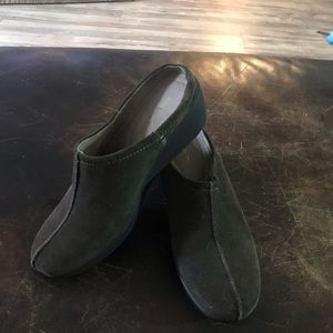 Suede clogs thom McAn  size 8